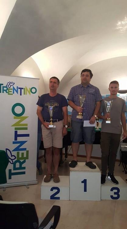 Anteprima foto podio 1 gruppo con Shvartsman Pismenny e Scaggiante
