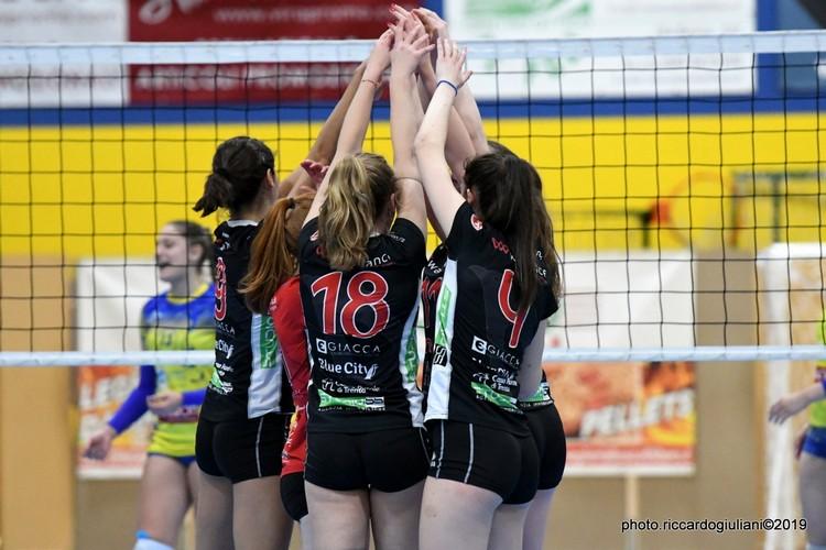 Anteprima foto Ezzelina Volley Carinatese - Walliance Ata Trento