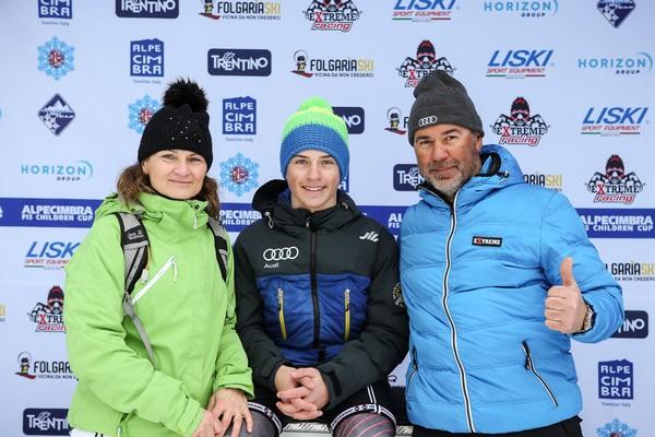 Anteprima foto Andrea Armari con la famiglia