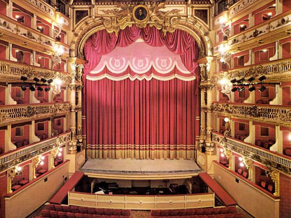 Anteprima foto teatro Bellini, Napoli