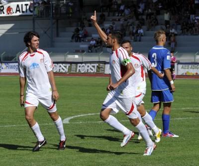 Alessandro Campo esulta dopo il gol della gara d'andata