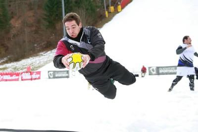 Jacopo Smaniotto vola (nella neve) a schiacciare in meta
