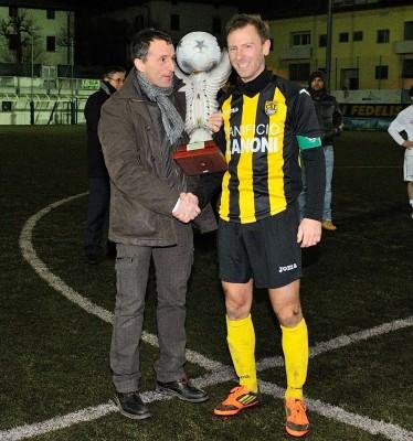 Corrado Bonazza con la Coppa regionale 2012/13