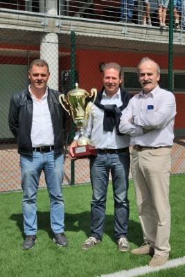 Roberto Filippi tra il ds Enzo Coser e il presidente Fausto Francescotti
