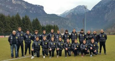 Foto di gruppo per la juniores giallonera