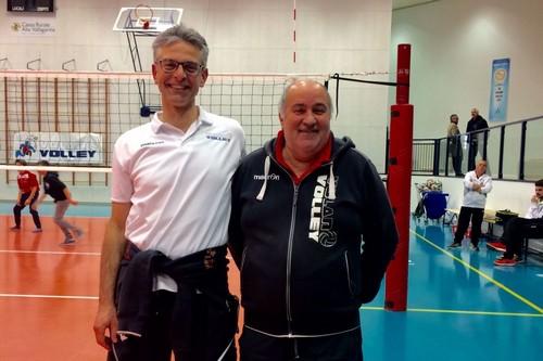 A fine partita, Marco Angelini (a destra) e Gianluca Primiceri, dalla scorsa settimana alla guida dell'Acquablù Volano Volley