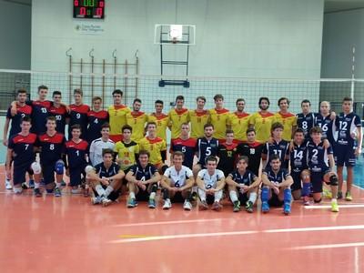 La C maschile con le formazioni under 18 del Bassano Volley e Volley Castelli al termine del triangolare giocato domenica scorsa a Volano