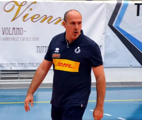 Coach Luca Parlatini sul parquet volanese di via Zucchelli