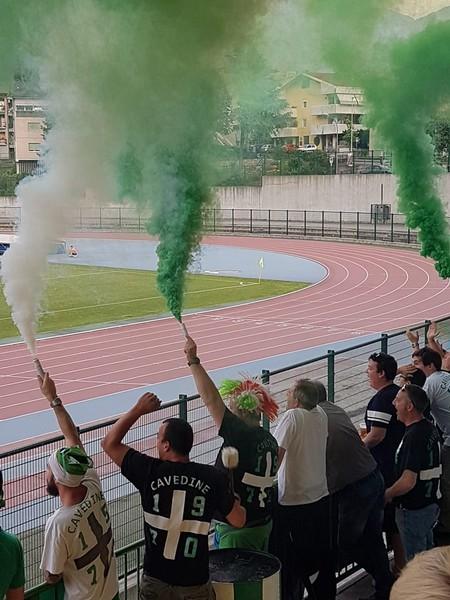"""Un'immagine dei supporter biancoverdi ieri allo """"Stadio Quercia di Rovereto"""""""