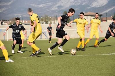 Piccinini elude la marcatura di Zeni e sigla la seconda rete bianconera (Foto di Leo Hodaj)