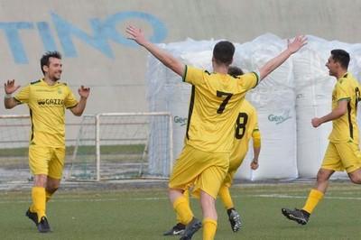 Quattro gol in due gare per l'esperto centravanti Alessandro Poli