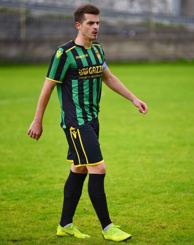 """Un giovane """"vecchio"""" il nostro capitan Pozza, difensore classe 1996, che indosserà la maglia della Prima Squadra gialloneroverde per la 7^ stagione consecutiva fra serie D, Eccellenza e Promozione"""