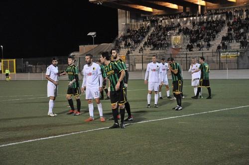 I tricolori presidiano l'area di rigore prima di un corner ospite (Foto: Facebook Ac Trento)