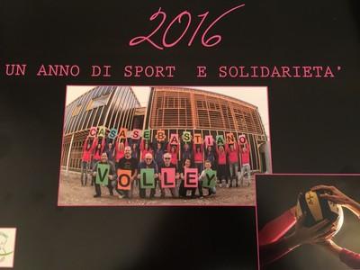 La copertina del calendario 2016 realizzato dal CasaSebastiano Coredo Volley