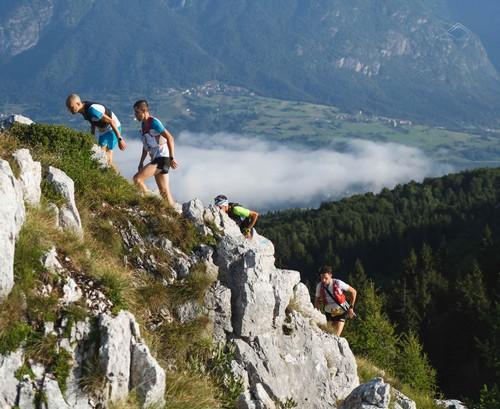 Un suggestivo passaggio di gara della Comano Ursus Extreme Trail (foto Samuele Guetti)