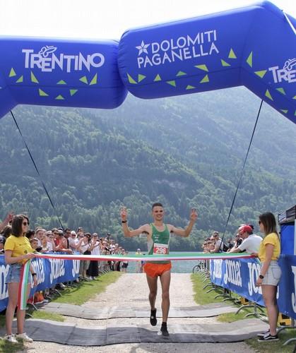 L'arrivo a braccia alzate di Emanuele Franceschini (foto Ylenia Bianchi)