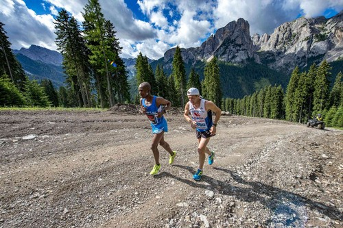 Celestin Nohirimbere qui in azione assieme a Galliano alla Val di Fassa Running 2017