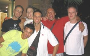 Raffaello (maglia rossa) e alcuni compagni