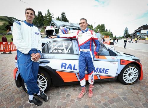 Simone Giannelli assieme a Silvano Pintarelli con la Hyundai i20
