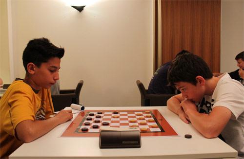 Sulla destra Emanuele Bellini in piena concentrazione durante una delle partite del campionato.