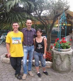 Al centro Riccardo Agosti affiancato da Stefano ed Elena Valentini