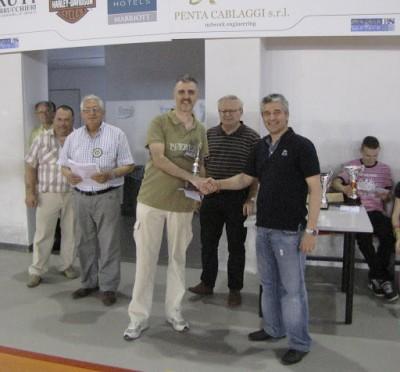 Ivano Pergher premiato dal maestro bresciano Pierluigi Perani