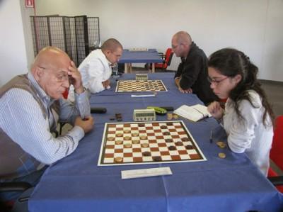 A destra la nostra Elena Valentini impegnata con il veterano triestino Pastrovicchio