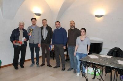 Il podio del 2° gruppo con, da sinistra a destra, Cescatti, Modena, Pergher, il sindaco di Mori Barozzi, Agosti ed il direttore di gara Elena Valentini
