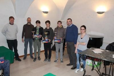 Il podio dei ragazzi con, al centro, Gobbi, Regolini e Toscano