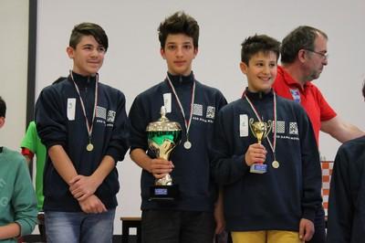 La squadra vincitrice con, da sinistra Nicola Gobbi, Samuele Regolini ed Emiliano Deimichei