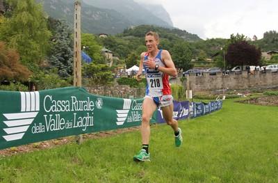 Alex Cavallar in azione a pochi metri dal traguardo di Fraveggio