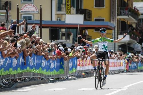 L'arrivo a braccia alzate di Dario Igor Belletta (foto Raffaele Merler)