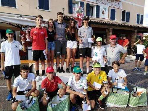 Il podio della corsa di Castelcucco con Thomas Capra al centro