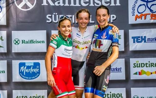 Il podio della gara Esordienti femminile primo anno (foto A. Billiani)