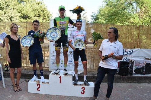 Il podio con Tommaso Rigatti al centro sul gradino più alto