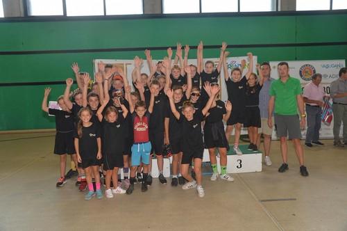 La squadra del Veloce Club Borgo alle premiazioni (foto D. Mosna)