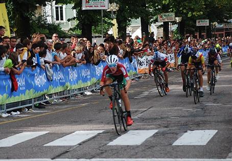 L'arrivo della corsa Esordienti 1° anno, vinta da Filippo Cettolin