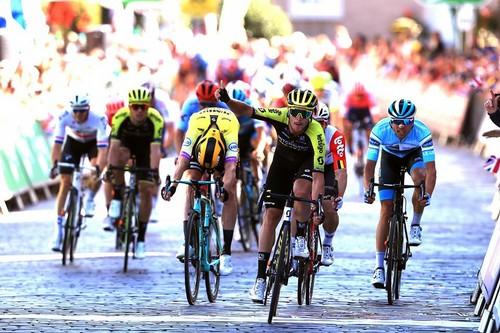 L'esultanza di Trentin sul traguardo della seconda tappa del Tour of Britain