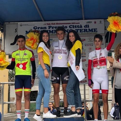 Thomas Capra sul gradino più alto del podio a Monsummano Terme