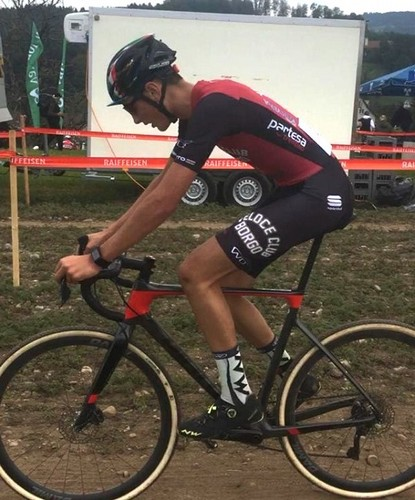 Manuel Capra in azione nel ciclocross disputato in Svizzera