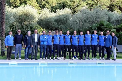 Foto di gruppo per gli azzurri all'Hotel Santa Lucia di Torbole