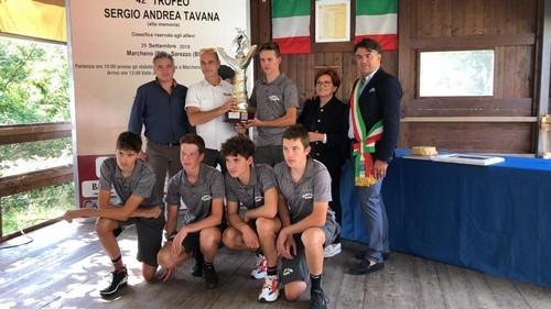 Gli Allievi del Vc Borgo premiati assieme al diesse Nico Pasini