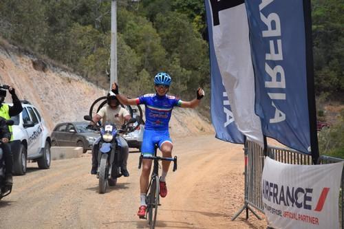 L'arrivo a braccia di Riccardo Lucca al Giro di Nuova Caledonia