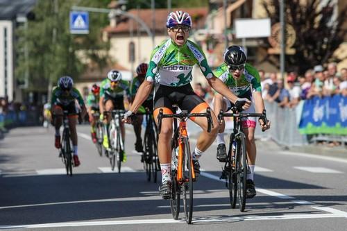 L'arrivo vittorioso di Matteo Fiorin nella corsa Esordienti 1° anno (foto R. Merler)