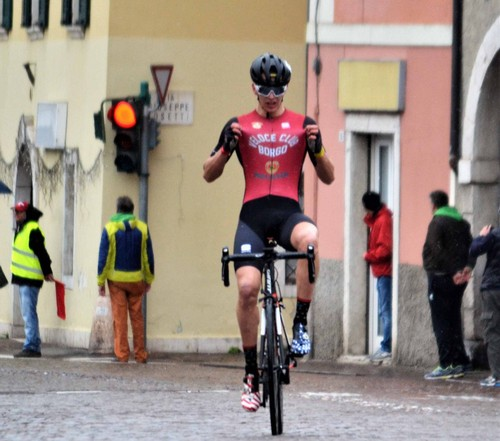 L'arrivo vittorioso di Marco Andreaus sul traguardo di Gardolo (foto Giorgio Berasi)