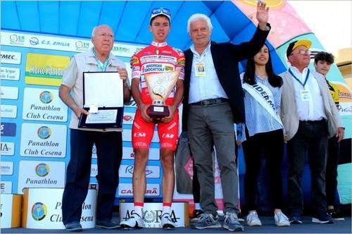 Mattia Bais premiato come miglior scalatore al Memorial Pantani