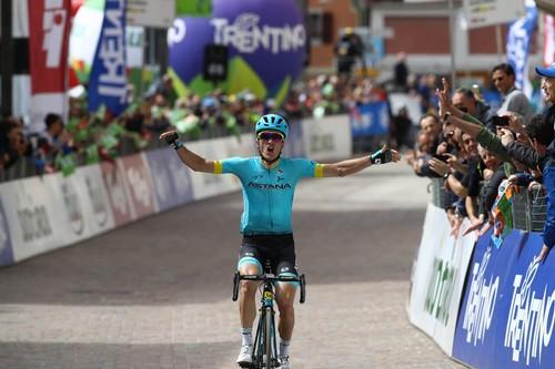 L'arrivo vittorioso dello spagnolo dell'Astana Pello Bilbao a Folgaria