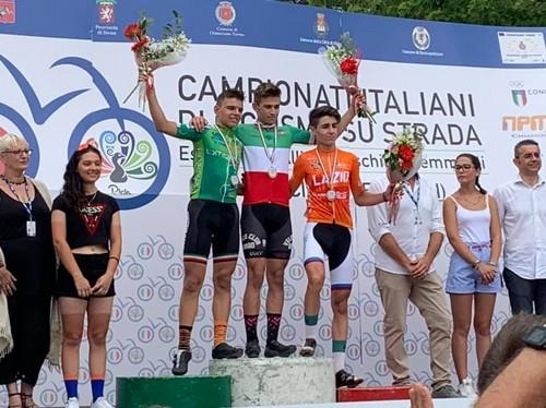 Il podio della corsa Esordienti 2° anno con Thomas Capra in maglia tricolore