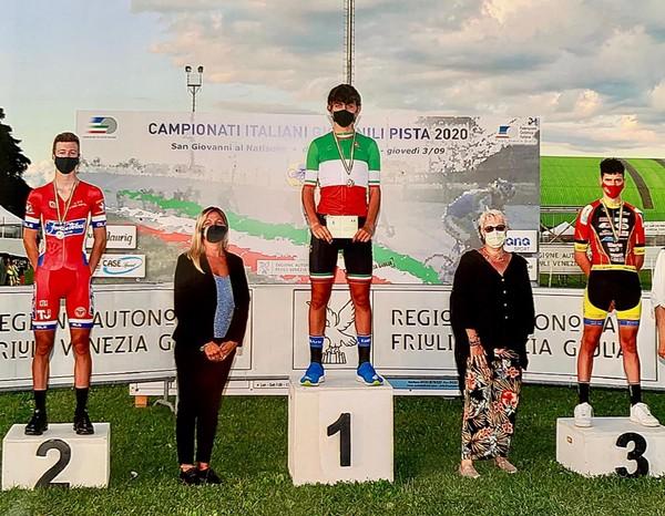 Il podio con Cazzaniga (sulla sinistra) medaglia d'argento