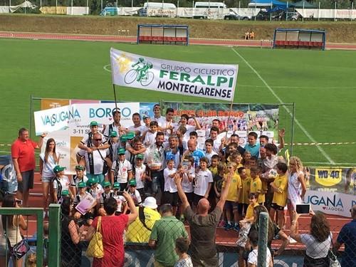 Gli atleti della Feralpi Monteclarense festeggiano la vittoria alla Coppetta d'Oro